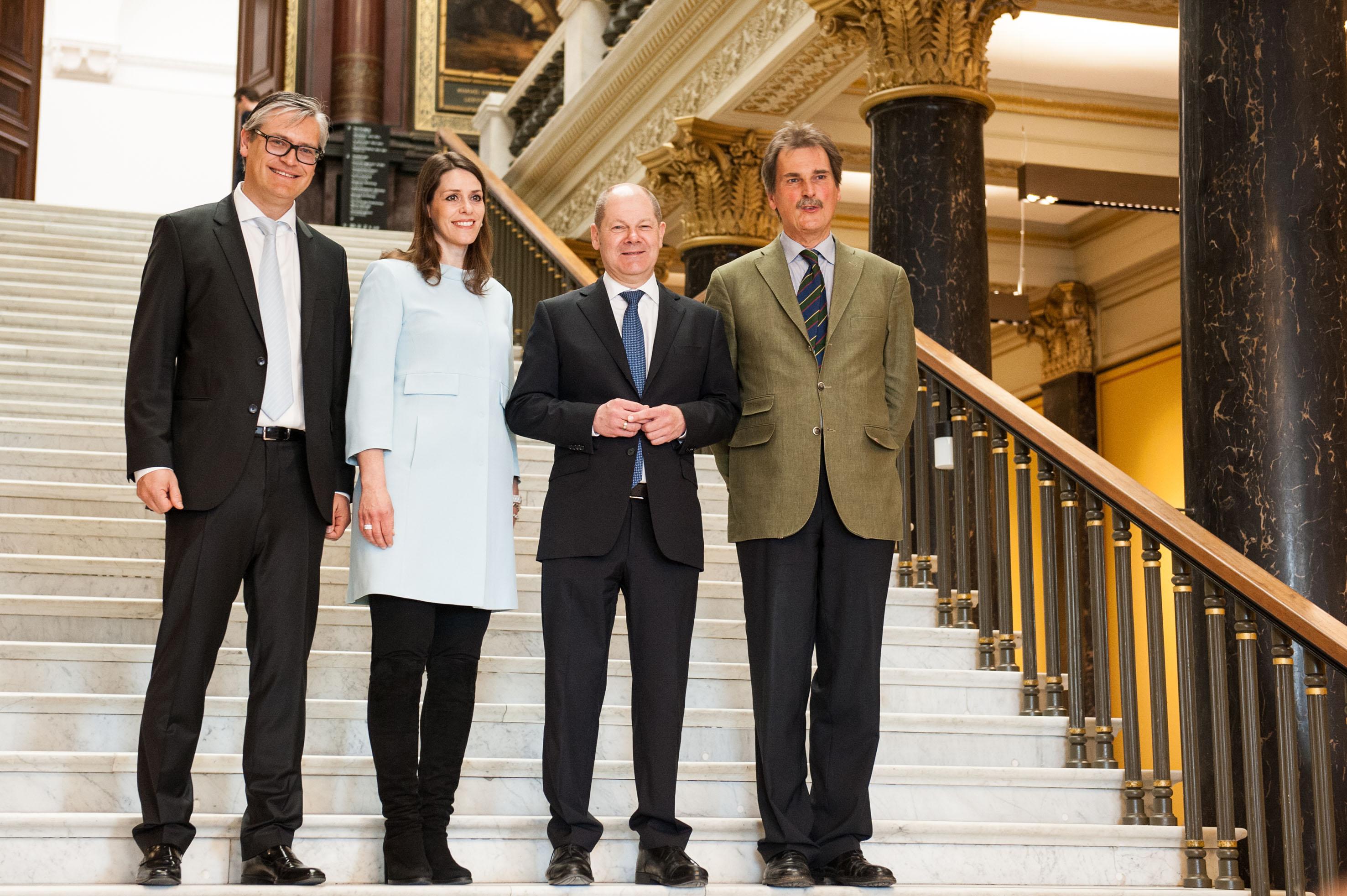 Alexander Otto, Dorit Otto, Olaf Scholz, Prof. Dr. Hubertus Gaßner (vlnr)