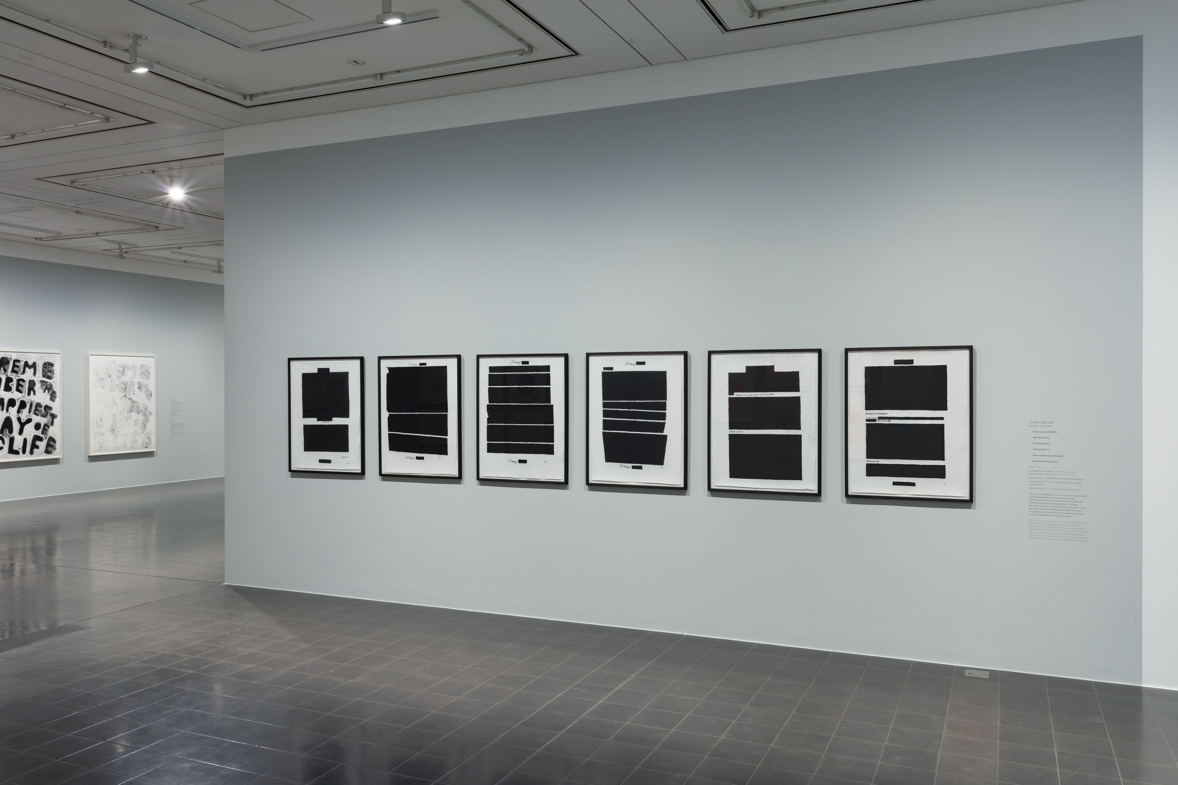 Jenny Holzer (*1950), Werkstatt für Papier, Gangolf Ulbricht, Berlin, Drucker*in, Water board 0000090, Hamburger Kunsthalle Kupferstichkabinett, Foto: Christoph Irrgang© VG Bild-Kunst, Bonn