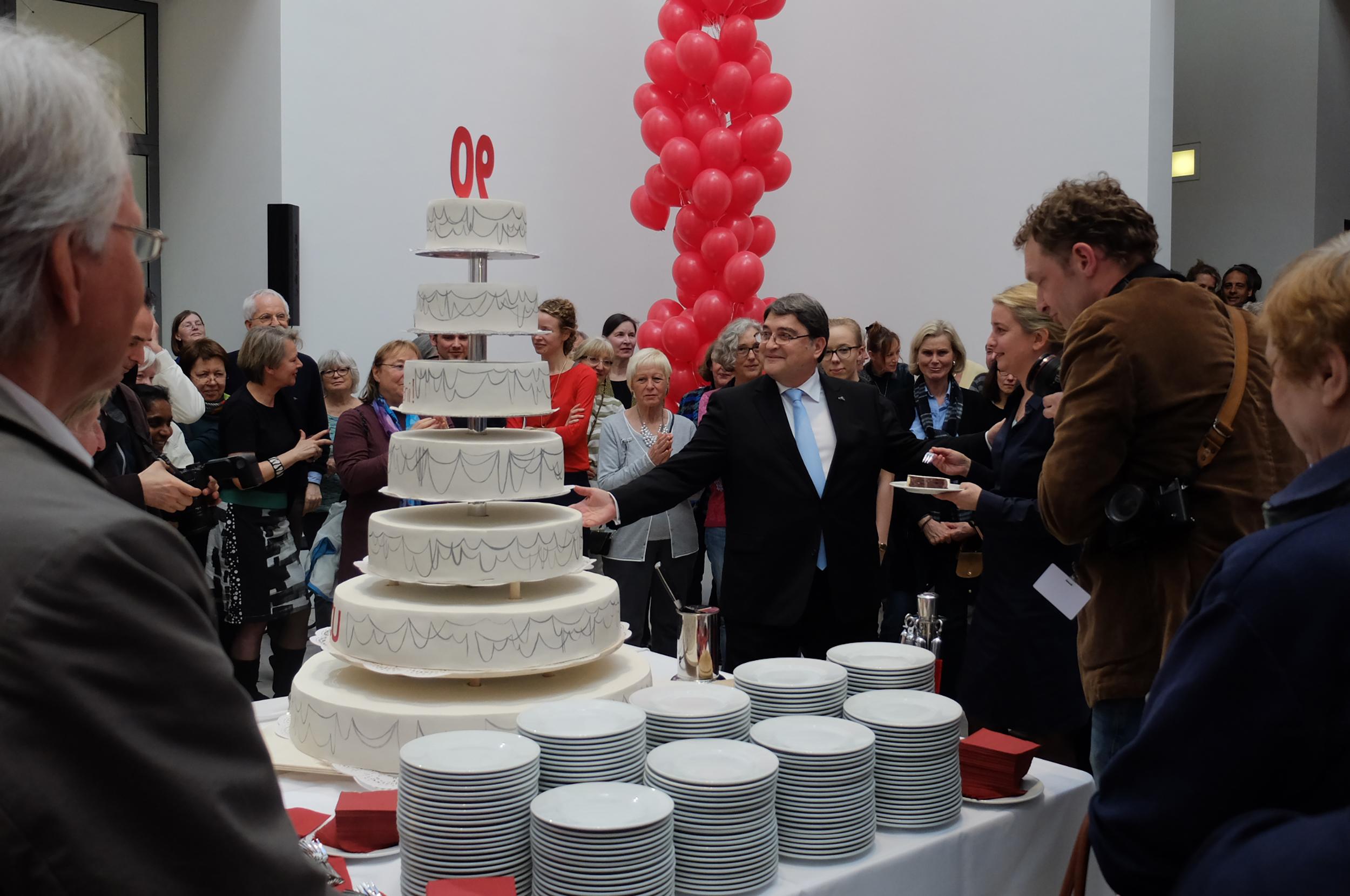 Happy Birthday Geta–Große Geburstagsfeier anlässlich des 90. Geburtstages der Künstlerin Geta Brãtescu