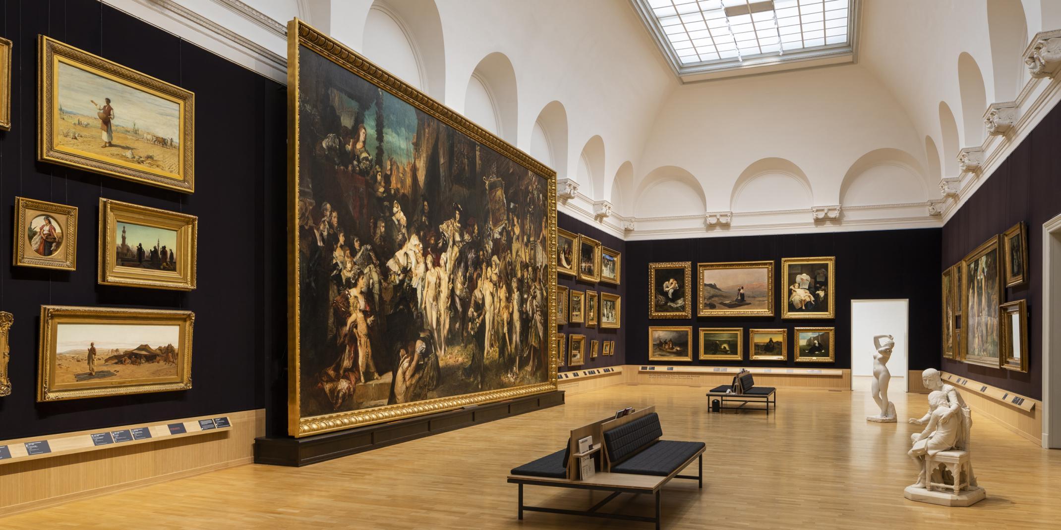 Raumansicht Makart-Saal mit dem Werk Der Einzug Karls V. in Antwerpen, 1878, von Hans Makart (1840–1884), Mitte links © Hamburger Kunsthalle / bpk Foto: Fred Dott