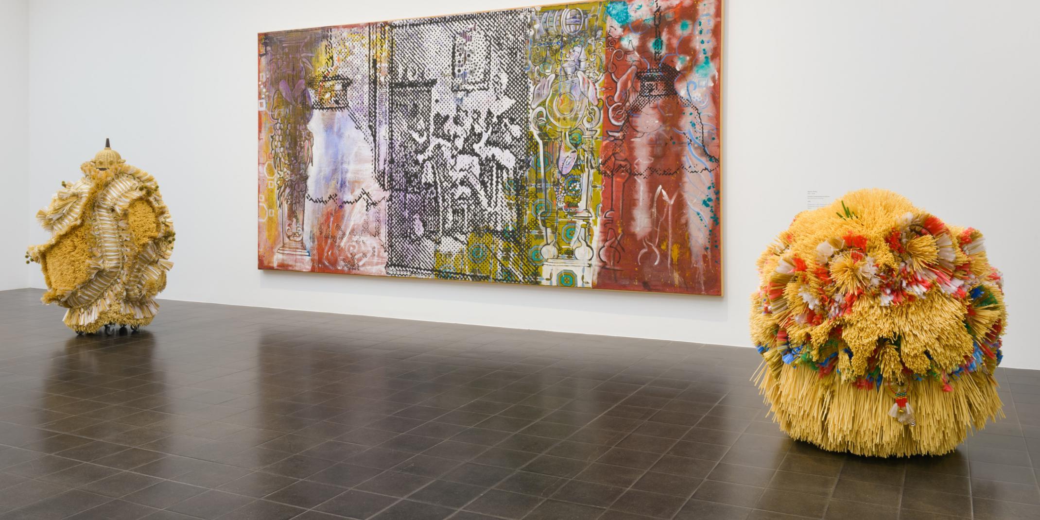 Sigmar Polke (1941-2010)/Hague Yang (*1971) Polke, This is all that remains oft he original Statue, 1974, © Privatsammlung, Foto: Kay Riechers; © VG Bild-Kunst, Bonn / Yang, the Intermediate –Hairy all over, 2016 and The Intermediate-Harvest Spell, 2016 :